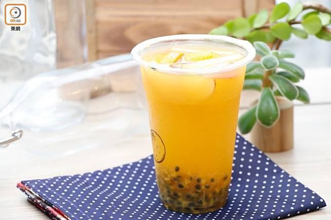 新鮮水果茶是相對健康的選擇。(郭凱敏攝)