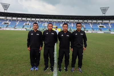 CLIP: Trọng tài người Thái cười tươi sau khi 'cướp' bàn thắng tuyển Việt Nam