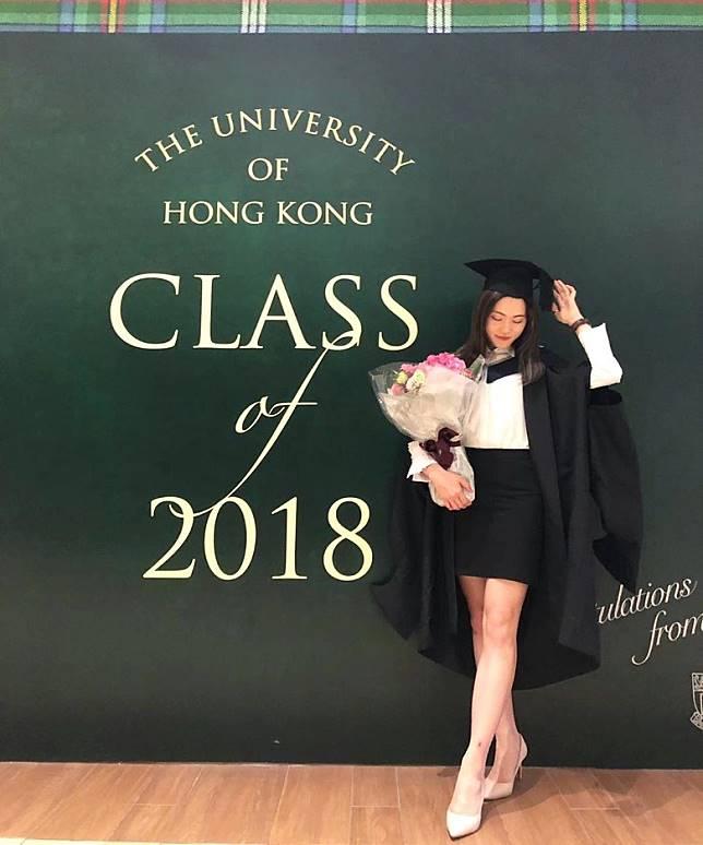 馮熙淳去年喺香港大學碩士畢業。