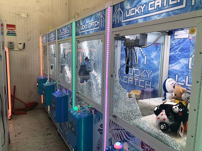 中市東海商圈 夾娃娃機店遭黑衣人砸店