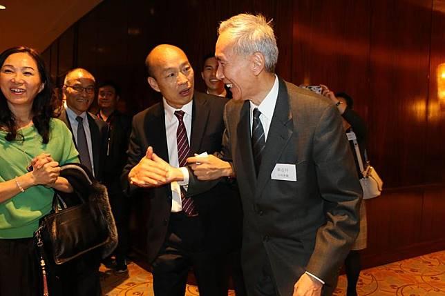 高雄市長韓國瑜(左)、香港信和集團董事局主席黃志祥(右)見面。(圖/高巿府提供)
