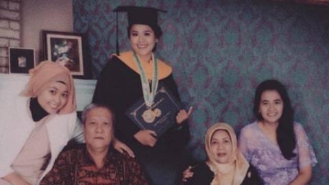 Kisah Dea Pertiwi: Kehilangan Ibu, Ayah, Kakak dan Keponakan karena Virus Corona