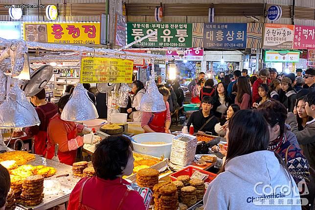 韓國新冠肺炎確診人數增至104例,出現首宗死亡案例,旅遊警示提升第一級「注意」(圖/卡優新聞網)