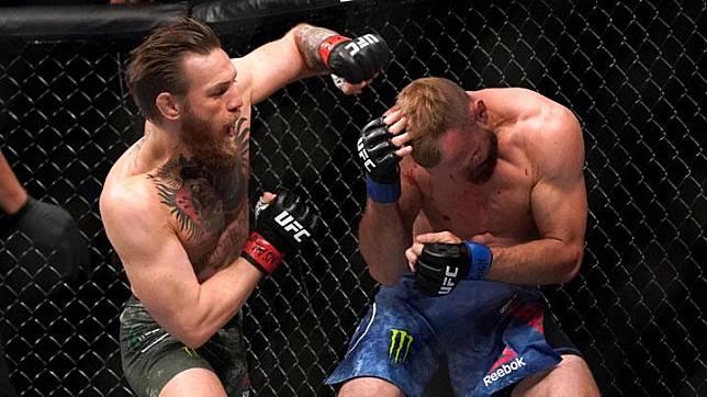 Aksi Conor McGregor saat melawan Donald Cerrone dalam pertarungan UFC 246 di Las Vegas, AS, 18 Januari 2020. Ini merupakan pertarungan pertama McGregor setelah 15 bulan vakum usai dikalahkan Khabib Nurmagomedov pada 6 Oktober 2018.  REUTERS/Mike Blake