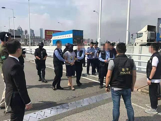 內地向香港移交疑犯。