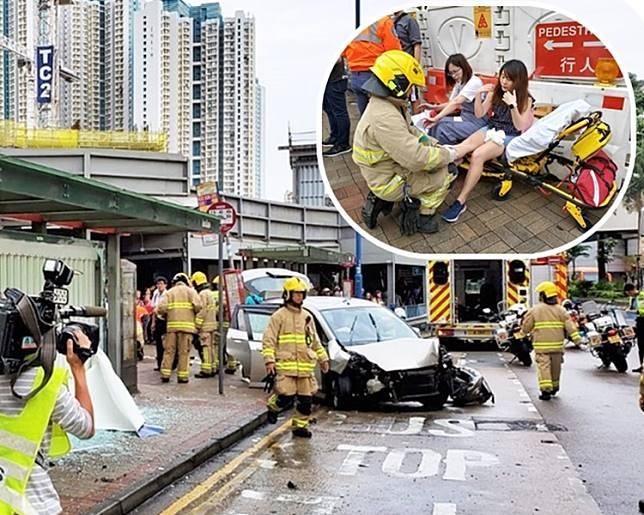 肇事私家車車頭損毀。小圖:傷者在路旁接受治理。