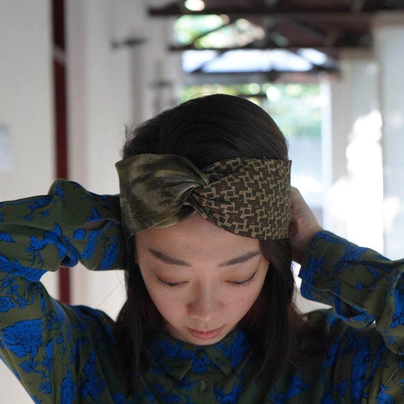 無論是天生自然捲或者懶得打理頭髮的你,都可以輕鬆打造獨一無二的造型。您還可以提供頭圍和喜愛的領帶給我們,訂製專屬的髮帶或帽子唷 ?