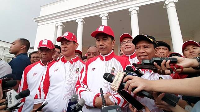Presiden Joko Widodo (Jokowi) melepas kontingen Indonesia yang akan berlaga di SEA Games 2019 dalam acara di halaman belakang Istana Kepresidenan Bogor, Jawa Barat, Rabu (27/11). [Suara.com/Ummi Hadyah Saleh]