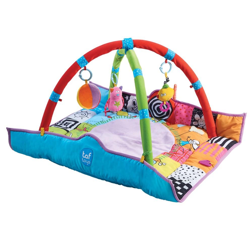 taf toys 新生兒健力架 輕柔舒適的多功能遊戲健力架。 鮮豔的插圖組合,刺激寶寶感官。 可拆解支架,方便寶寶爬行學習。 搖鈴、固齒器、玩偶、安全鏡面小配件, 訓練寶寶感官發展,陪伴小寶貝成長學習
