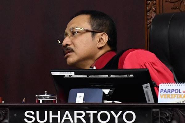 Hakim MK, Suhartoyo