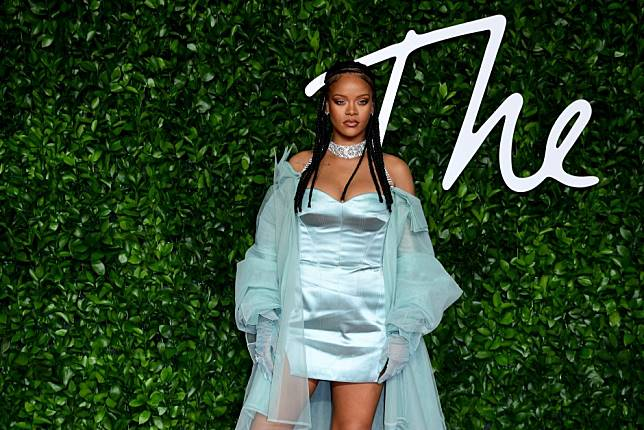 How to get Rihanna's regal look at the British Fashion Awards