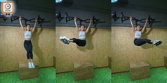 Hanging L-Sit Siders:此動作同樣需要先將身體懸垂,及後將雙腿提升與身體成直角,保持雙腿向前伸直,以均速節奏將雙腿於左右擺動,對於鍛煉腹內斜肌好有幫助。(胡振文攝)