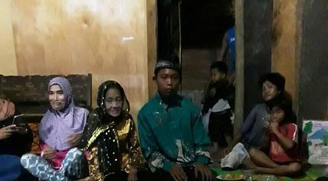 Pernikahan beda usia yang terpaut 55 Tahun terjadi di Kabupaten OKU Sumsel (Liputan6.com / ist - Nefri Inge)
