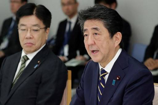 Japan's Prime Minister Shinzo Abe (right) and Health Minister Katsunobu Kato (left) attend a meeting at the new COVID-19 coronavirus infectious disease control headquarters at the prime minister's office in Tokyo on Feb. 26, 2020.All Japan's elementary, junior and high schools will be asked to close from March 2 until their upcoming spring break to help contain the coronavirus outbreak, Prime Minister Shinzo Abe told a task force fighting the virus on Thursday.