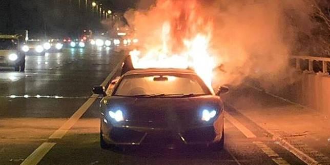 Lamborghini terbakar (shopshirestar.com)