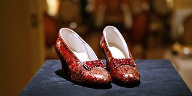 Selain mahal, sepatu ini disimpan dan dijaga baik-baik di National Museum of American History