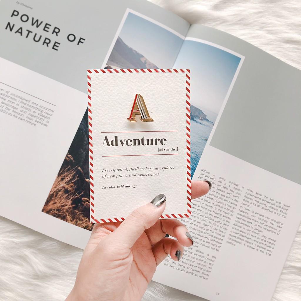 【 A / Adventure 】琺瑯徽章字母飾品卡