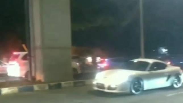 Drag Race Porsche Cayman di Palembang. (Instagram/indocarstuff)