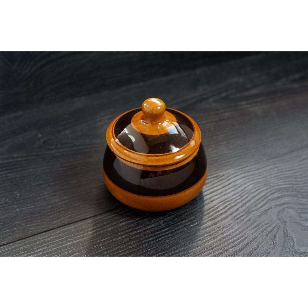 ☾ 關於Burgund?Burgund以黃茶色為基底,杯身以手繪的方式塗上焦茶色,最後再於整組杯盤上撒上深咖啡色點點作為點綴。底部也同時蓋上 手繪 的字樣,十分具有收藏價值。備註:Burgund(勃根
