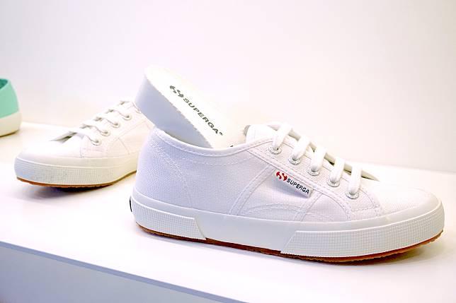 2750 Plus Cotu White入面藏了加厚鞋墊,悄悄為女生們增高。($508)