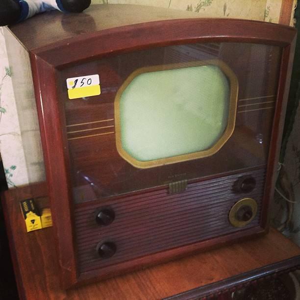 25 Maret 1954 Televisi Berwarna Pertama Dijual Seharga Seribu Dolar AS