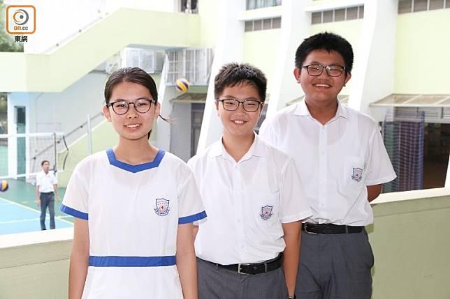 由左至右,仁濟醫院林百欣中學中二學生陳雅菲、黃雋喬及杜宇軒。他們異口同聲表示,自行編寫筆記有助提升溫習功效。(張錦昌攝)