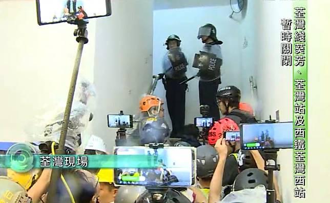 傳媒質疑警方曾朝記者開槍。TVB新聞截圖