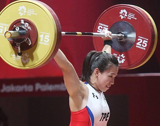 舉重亞錦賽郭婞淳拿下完美的三面金牌。
