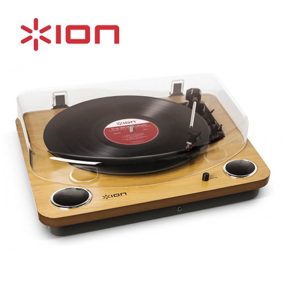 ■ 多功能合一 內建喇叭 ■ USB連接 黑膠唱片數位化 ■ 可切換33、45、78 RPM 唱片 ■ 耳機插孔 提供個人聆聽 ■ 3.5mm AUX孔 可提供其他設備轉換 ■ RCA輸出孔 可連接音