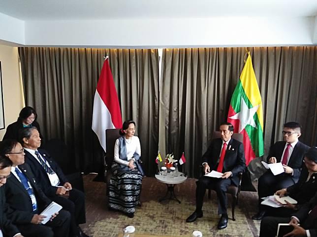 "Close talks: President Joko ""Jokowi"" Widodo with Myanmar State Counsellor Aung San Suu Kyi."