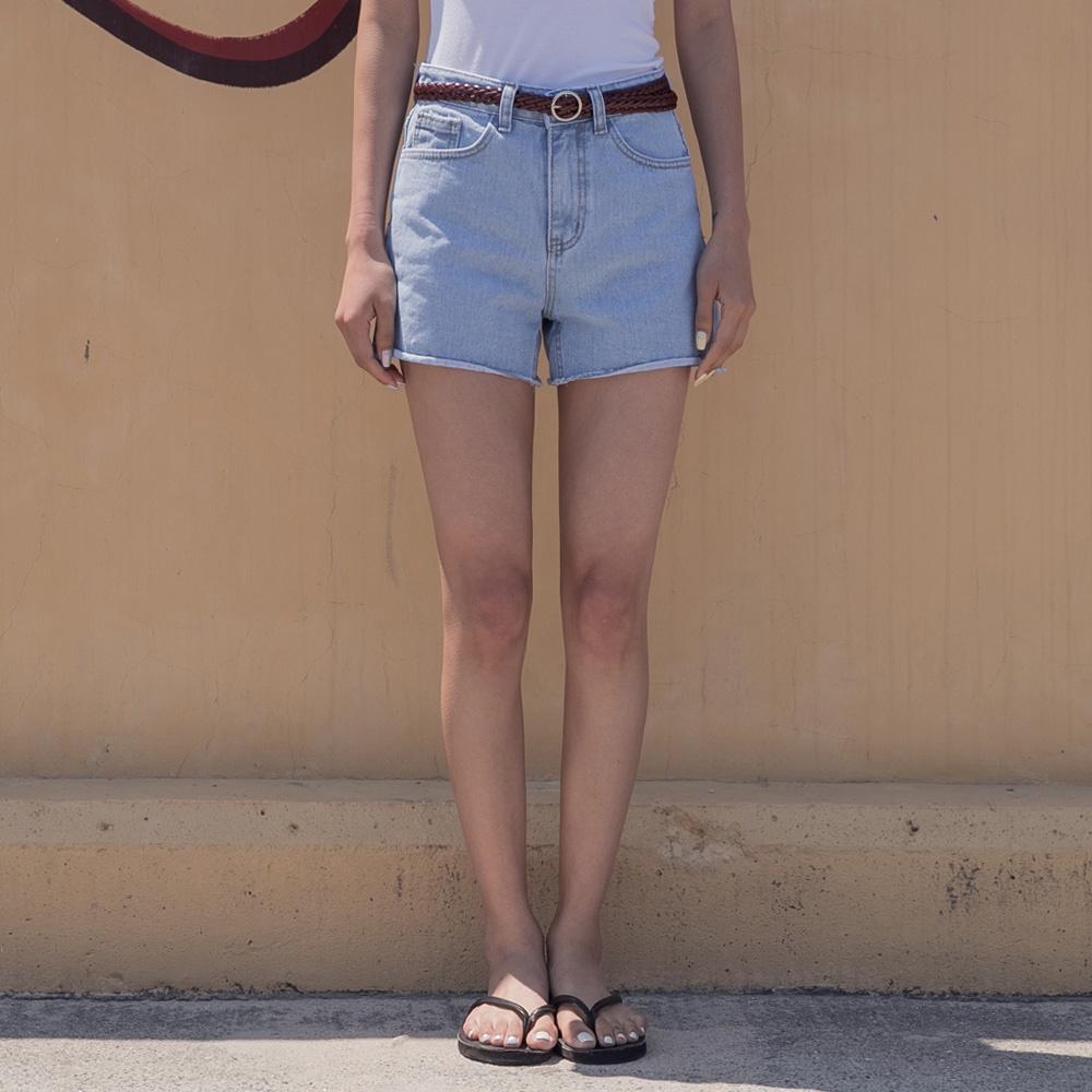 褲管小捲邊刷色單寧短褲