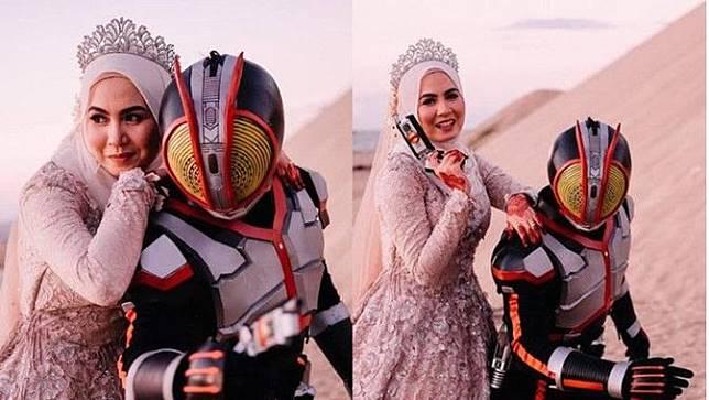 Keren, Pasangan Ini Bikin Foto Prewedding ala Kamen Rider