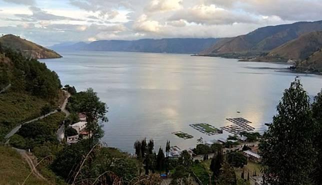 Pemandangan Danau Toba bagian barat. TEMPO | Iil Askar Mondza
