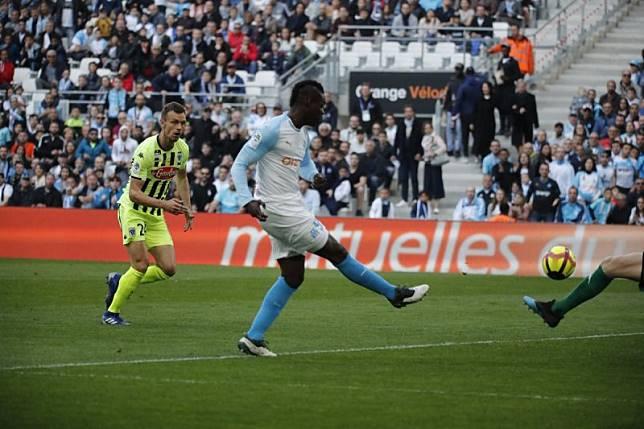 Marseille ditahan imbang Angers 2-2