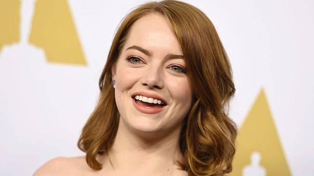 Gunakan Cincin Emas Kembar Di Jari Manis Emma Stone Dan Kekasih Sudah Menikah Herstory Line Today