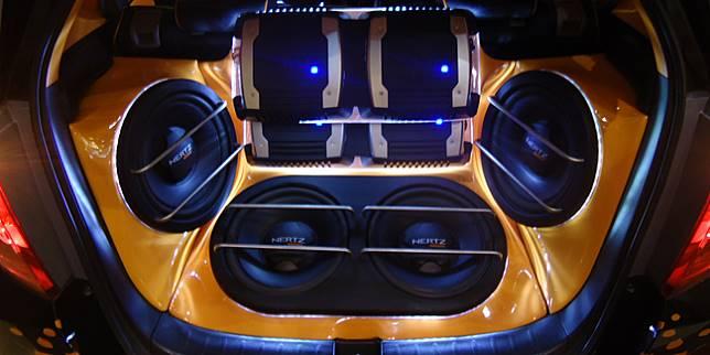 Ilustrasi audio mobil (cemaudioedge.com)