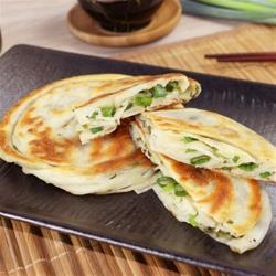 ◎100%使用宜蘭三星蔥,當天採當天製作,保留最鮮甜的口感。|◎|◎主商品:三星蔥加倍捲餅(420公克/3片)*8包淨重:420公克/3片.成分:麵粉、水、三星青蔥、精純棕櫚油、大豆沙拉油、香油、食鹽