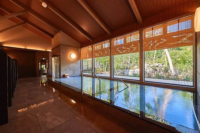 面積偌大的浴池,讓大家盡情放鬆身心!(互聯網)