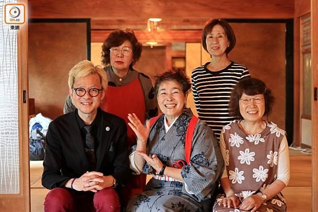東京當髮型設計及美容的鳥谷先生便與當地町民,用了9年時間將長谷川邸重修成民宿。(李家俊攝)