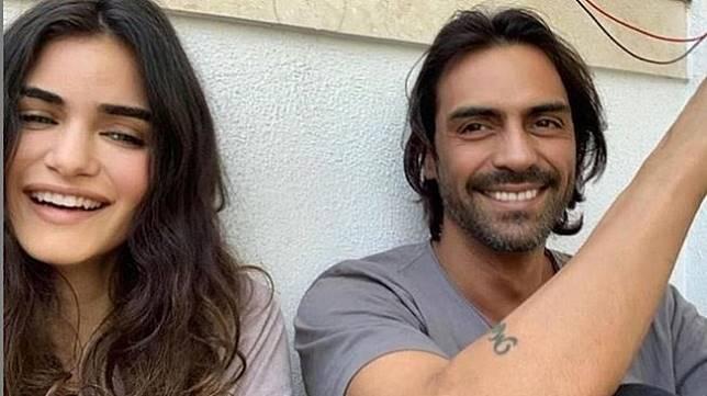 Arjun Rampal bersama kekasih, Gabriella Demetriades. [Instagram]