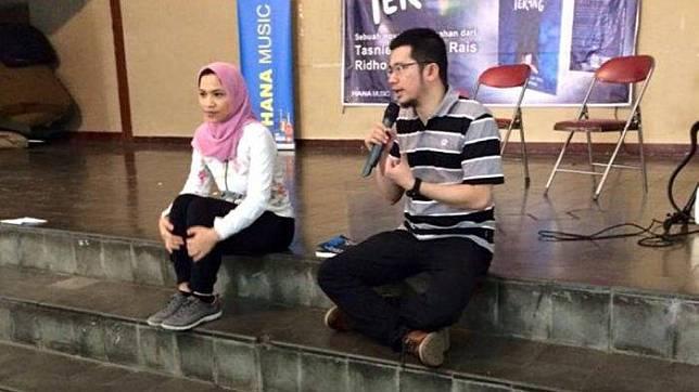 Tasniem Fauzia Rais dan suaminya Ridho Rahmadi saat peluncuran buku. Ridho Rahmadi merupakan menantu Amien Rais dan disebut calon kuat ketua umum Partai Ummat.
