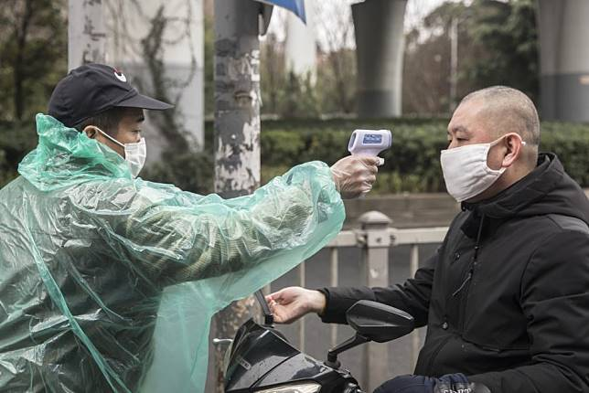 Coronavirus death toll rises to 1,669 as China reports 142 new deaths