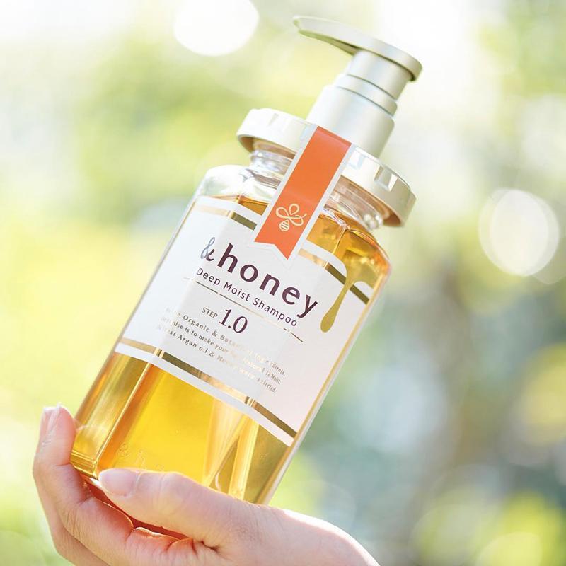 【日本&honey】蜂蜜亮澤修護髮膜1.5 (130g) 含水量14%的「新保水護理」,添加有機雪絨花萃取物, 來自阿爾卑斯山的純淨修護,對於受損基底細胞有再生活化功能。 【日本&honey】蜂蜜亮澤