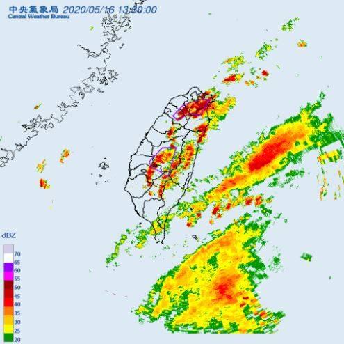 雨彈炸10縣市 氣象局發大雷雨警報