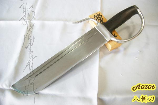 積層鋼刀刃n不鏽鋼護手n全長45cmn刃長30cmn刃寬6cmn護手寬16cmn厚5mmn重720g