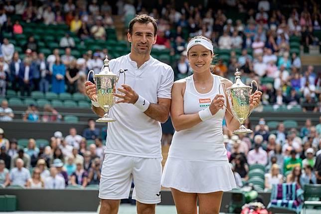 詹詠然(右)和混雙搭檔多迪格創下同一年在法網、溫網都奪冠的難得紀錄。(WTA提供)