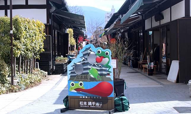 繩手通商店街充滿日本懷舊下町風情。(互聯網)
