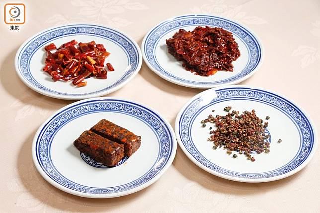 紅油是川菜及渝菜(重慶菜)的靈魂,主要用辣椒乾、花椒、豆瓣醬及食油熬煮,加火鍋料更香辣惹味。(郭凱敏攝)