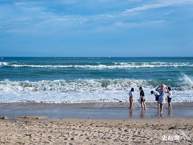 好天氣之下的南灣,海水呈冰藍色。