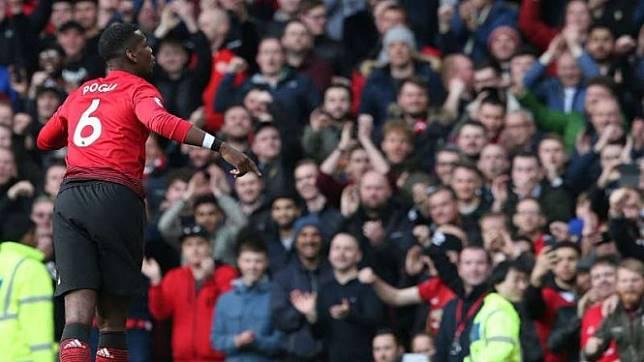 Gelandang Manchester United, Paul Pogba rayakan gol.